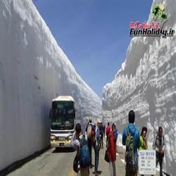 بام ژاپن ، جاده ای با دیوارهای برفی