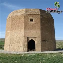 برج آرامگاه بابا حسین
